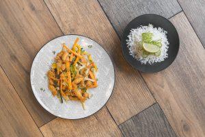 Due piatti, pollo Thai, riso basmati, ristorante Altrove